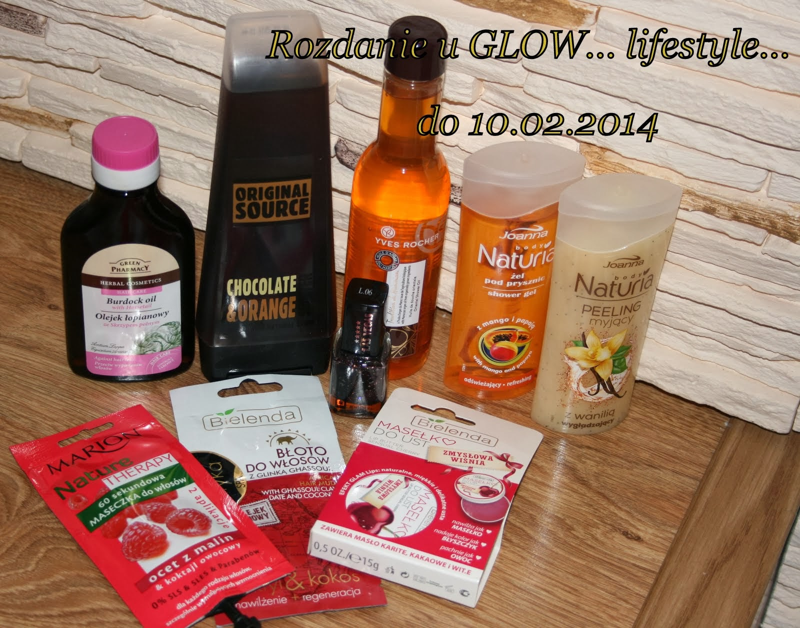 http://glowlifestyle.blogspot.com/2014/01/pierwsze-blogowe-rozdanie-zapraszam.html