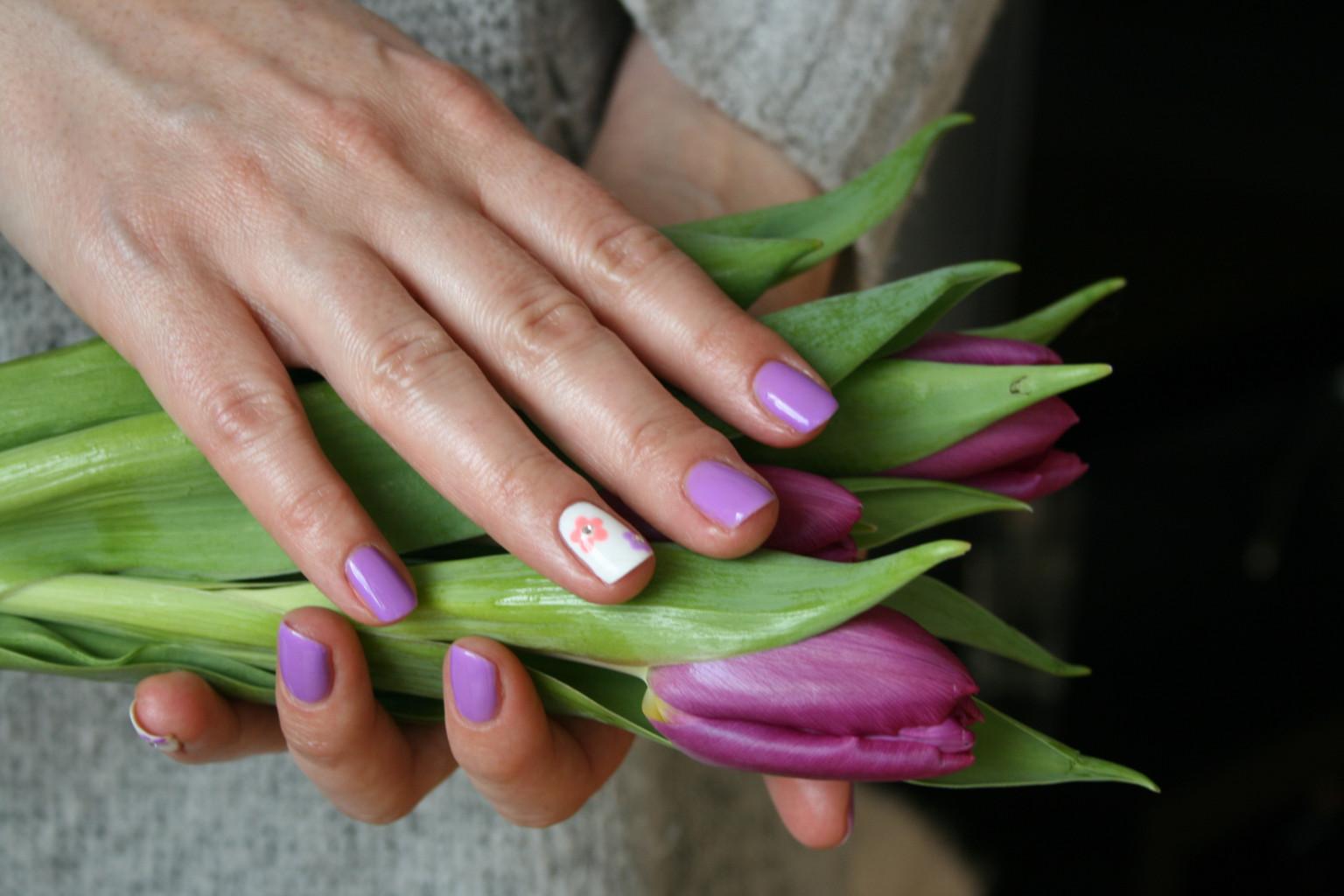 Hybrydowy manicure na wiosnę z lakierami Semilac glowlifestyle.pl - Copy