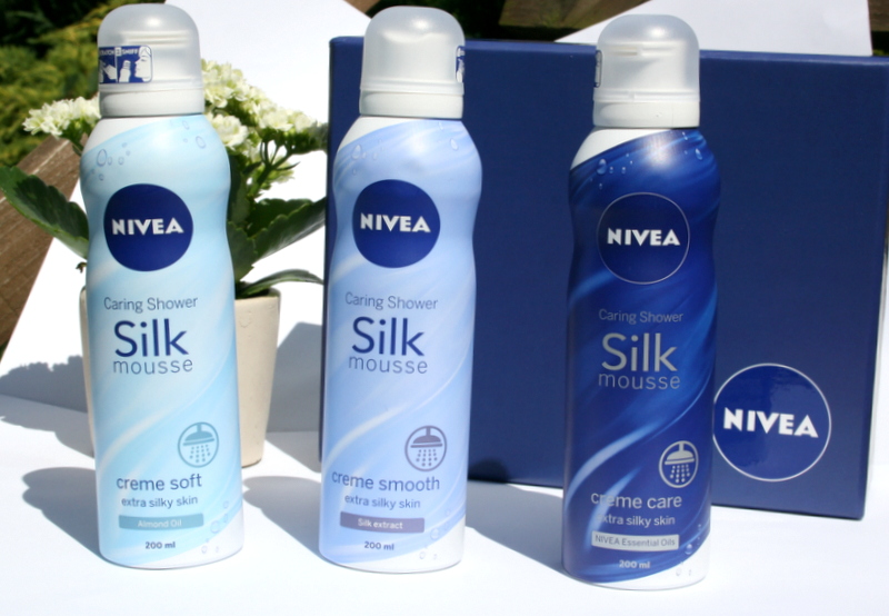 Jedwabiste musy do mycia ciała pod prysznic NIVEA.