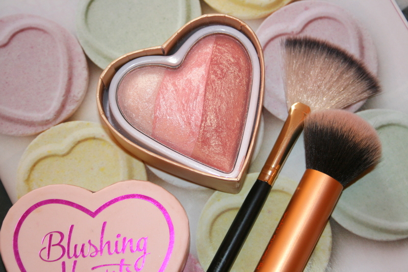 Róż do policzków Makeup Revolution I Love Makeup Heart Blusher