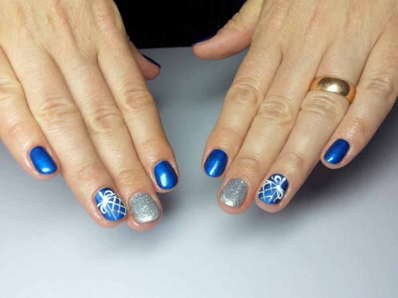 świąteczny manicure semilac