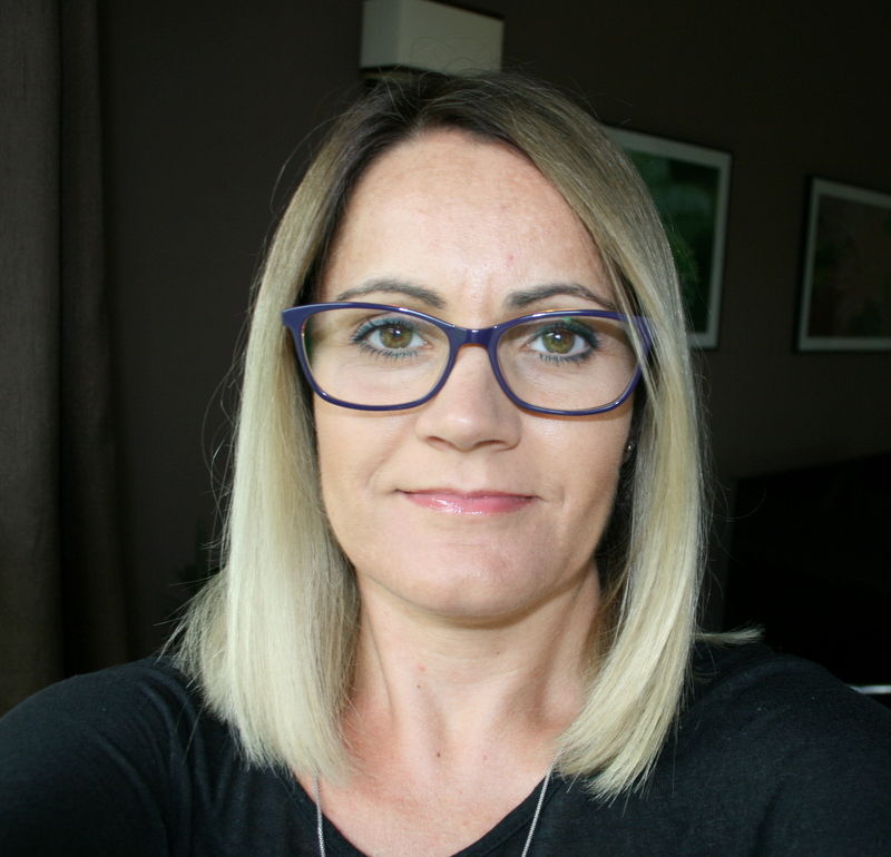 nowa fryzura i nowe okulary