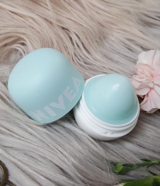 Nivea Pop-Ball Lip Balm