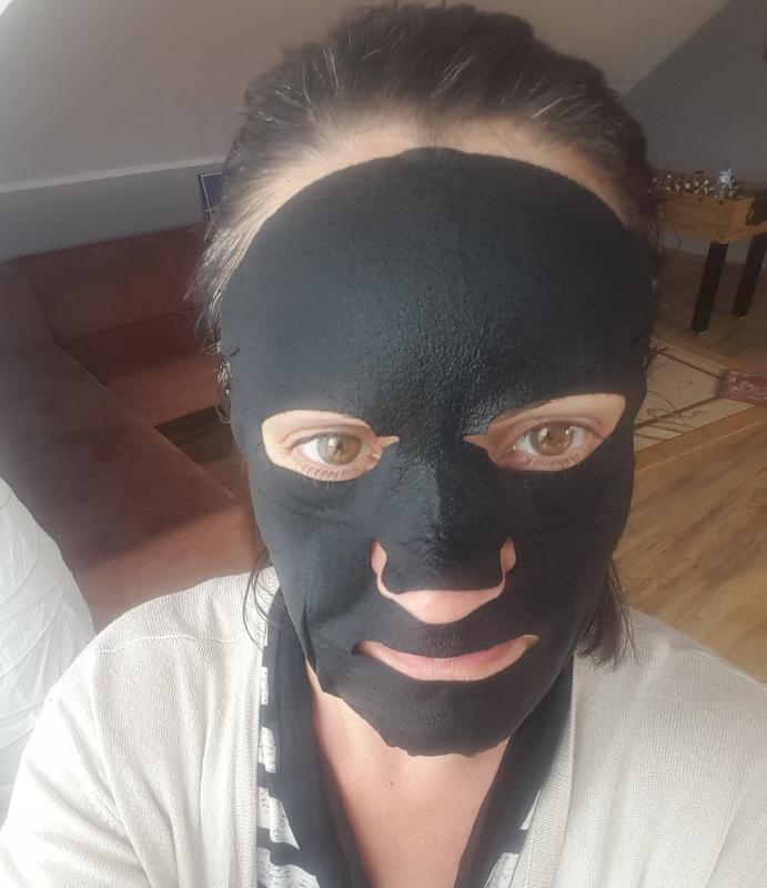 Czarna maska nawilżająco – wybielająca W.H.P. EX