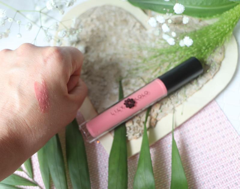 naturalny makijaż mineralny Lily Lolo błyszczyk english rose