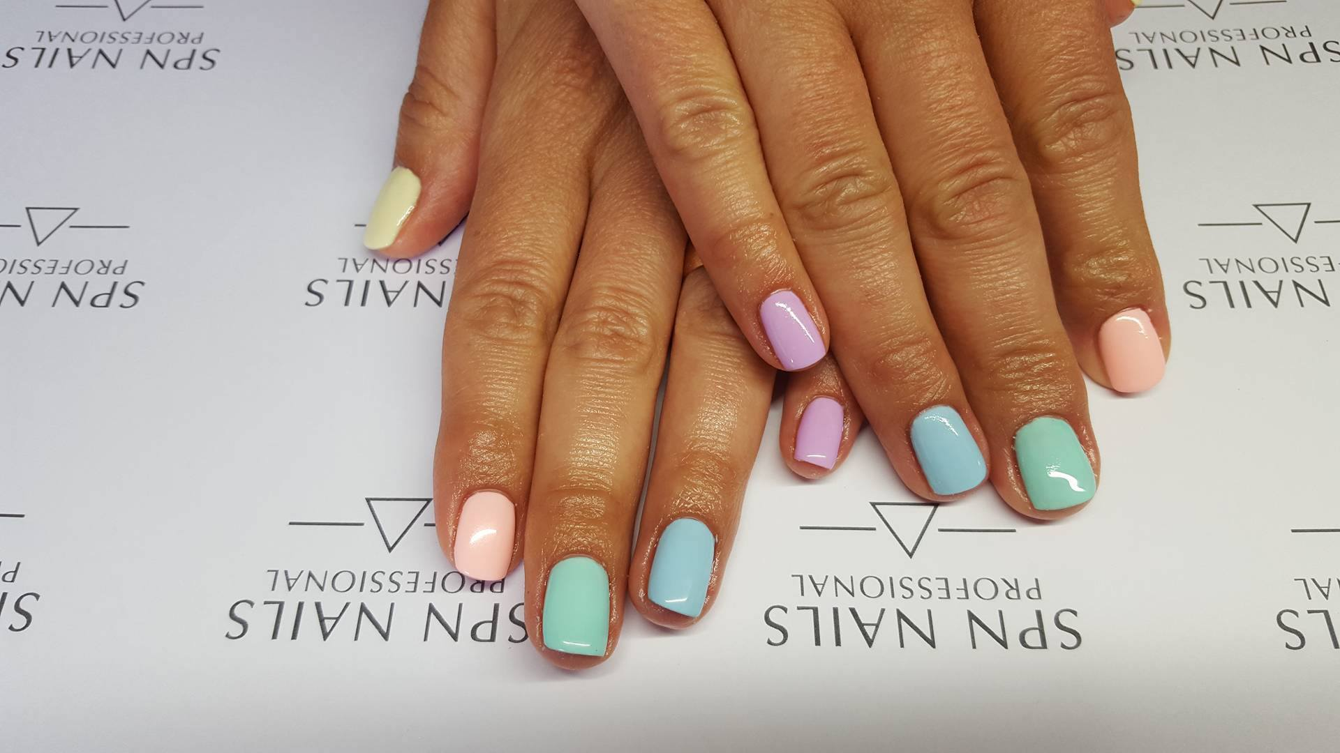 Modish Pastelowy manicure hybrydami Semilac + trick jak przerobić kolor VL99